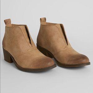 Billabong x Buckle Eccentric Ankle Boot Dune
